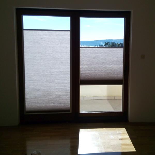 sjenila Diametral na balkonskim vratima